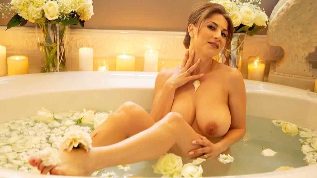 Privates Foto von nackter Hausfrau aus dem Erotikchat